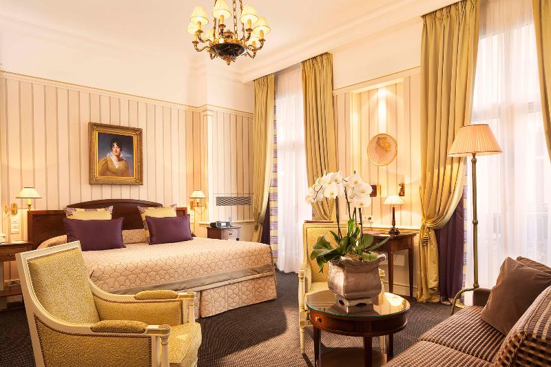 5 Days. Paris - Hôtel Napoléon Paris 5*