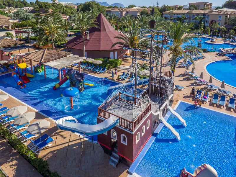 Hotel in Can Picafort with water park: summer holidays for the family